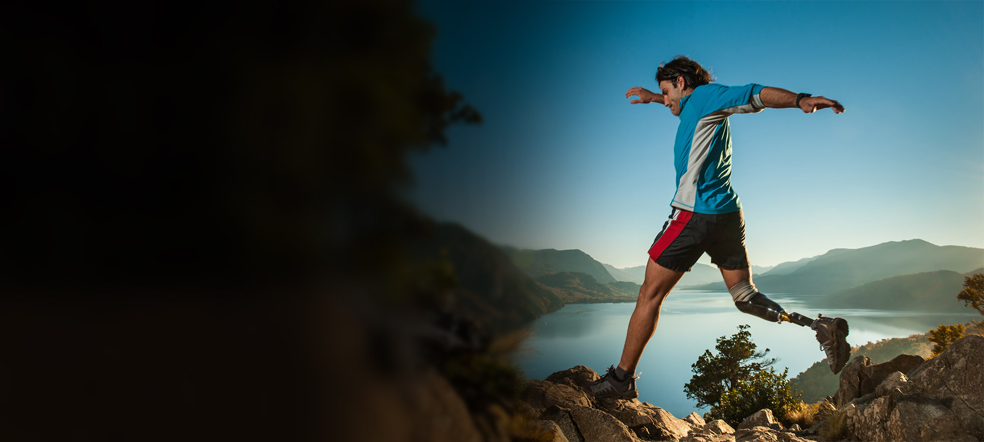 Man runing outdoors with prosthetic leg
